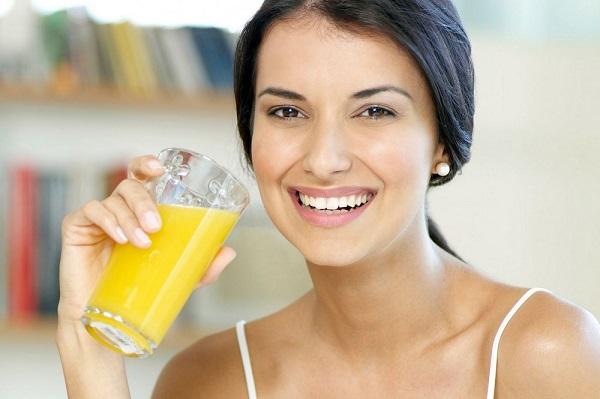 Uống tinh bột nghệ giảm cân sau sinh